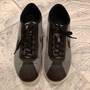 Nike Women's Tennis Shoes.